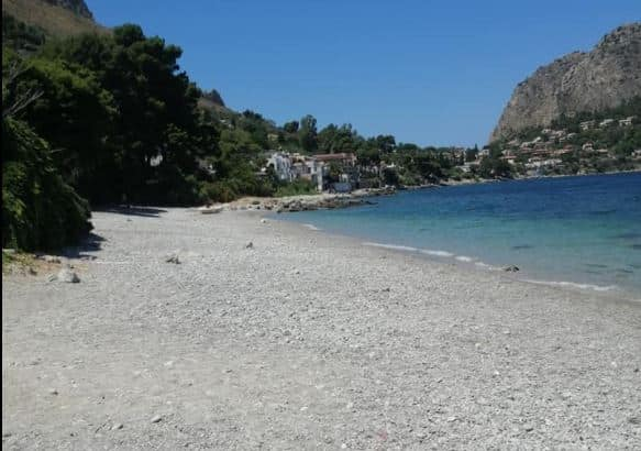 """""""Un ordigno bellico nelle nostre acque"""", dopo il ritrovamento l'ordinanza: chiusa temporaneamente la spiaggia del Kafara"""
