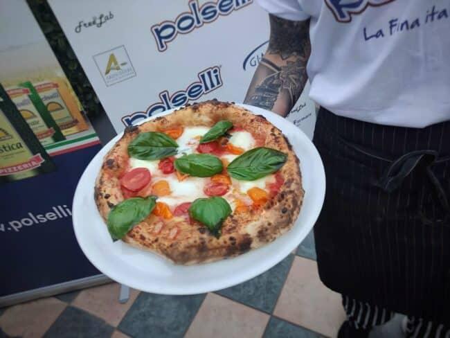 Vincenzo Scalisi pizza in tour