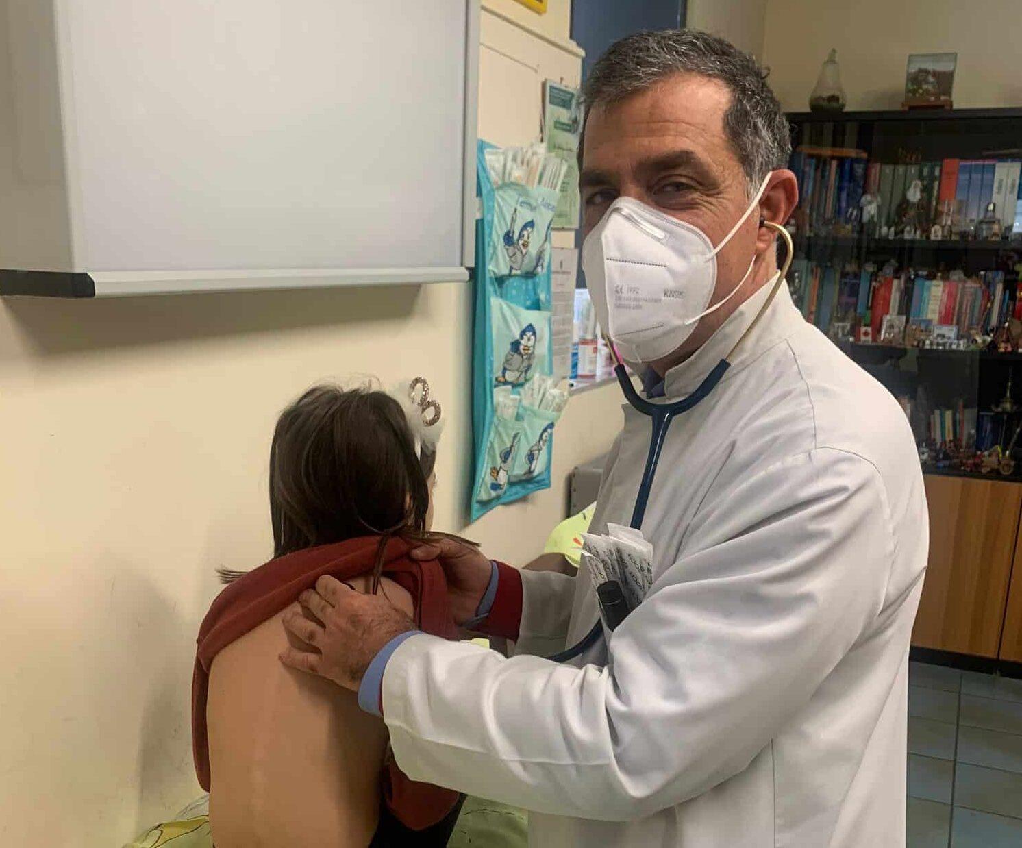 """Lo chiedo al pediatra: """"I vaccini nei primi anni di vita del bambino"""". I consigli del dottor Sinatra"""
