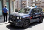 Sferra un pugno all'ex compagna mentre passeggia con i figli: arrestato uomo con divieto di avvicinamento