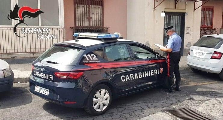 Notte di terrore nel Catanese, rapinatore entra nella macchina della vittima e poi si fa accompagnare: 20enne sconvolto