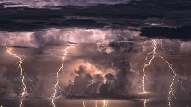 Sicilia, scatta l'allerta meteo: temporali, grandine e venti forti – Le previsioni e i consigli