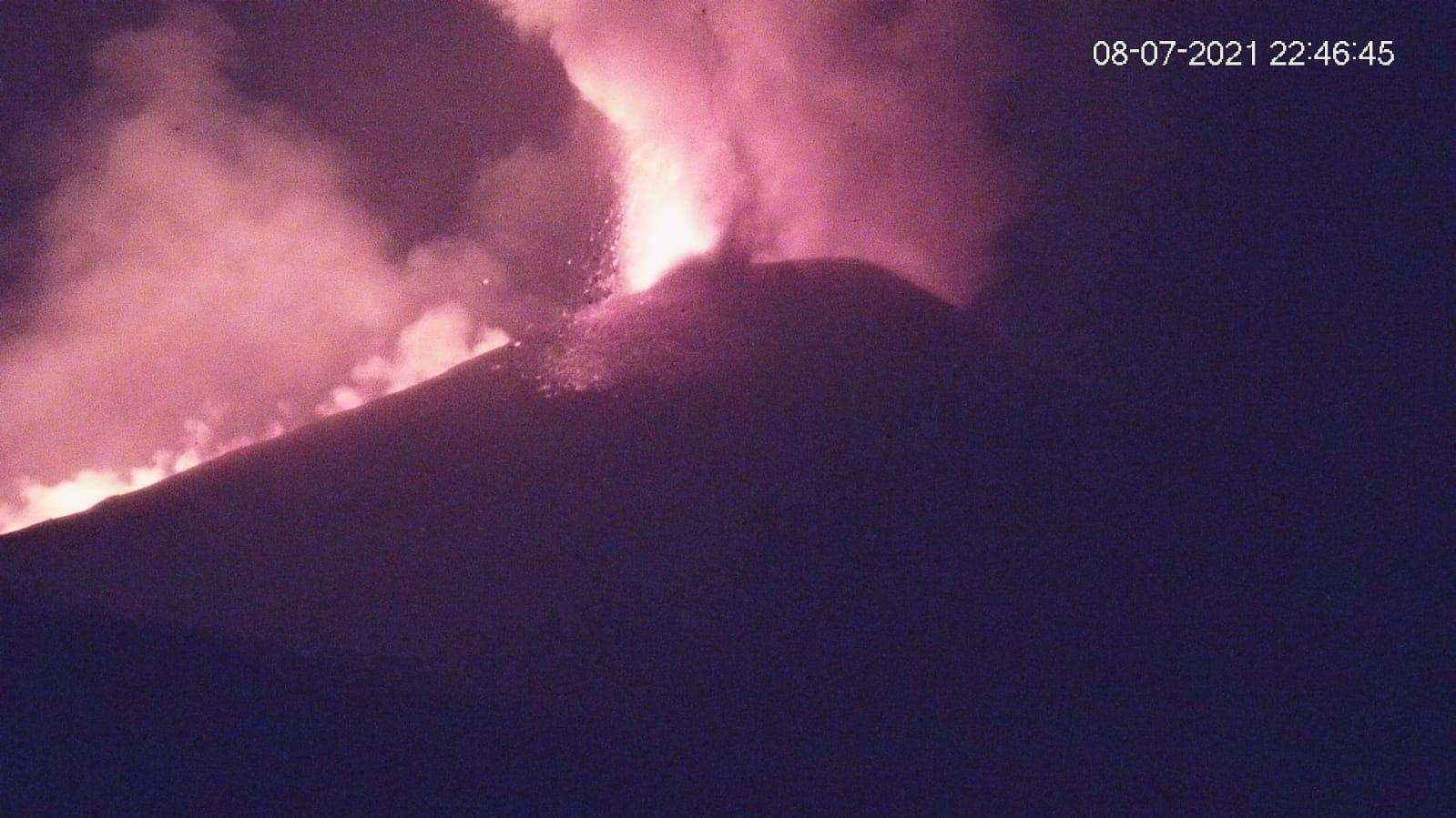 Etna, nuova eruzione nella notte: cenere su Zafferana, Fleri, Pedara e Cannizzaro. Il bollettino Ingv