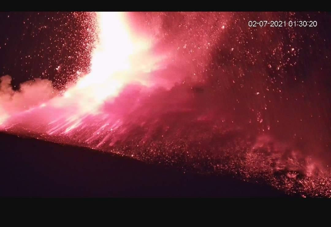 Etna, ancora una eruzione nella notte: il bollettino dell'Ingv