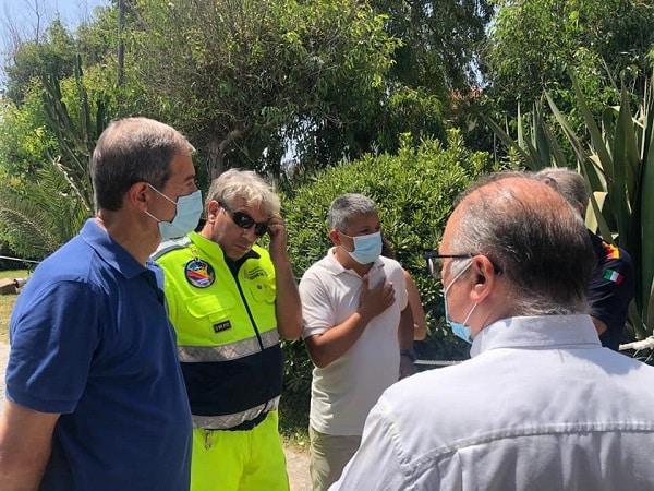 """Catania in fiamme, dopo il sopralluogo Musumeci chiede lo stato di mobilitazione: """"Grave rischio di incendi"""""""