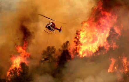 """Sardegna divorata dalle fiamme, 1.500 gli sfollati. Musumeci: """"Carcere a vita per incendiari"""""""