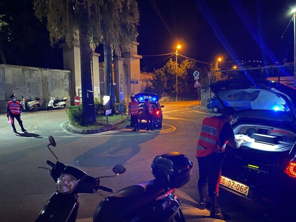 Controlli a tappeto a Lipari, sequestrati oltre 40 veicoli: alcuni in stato di abbandono
