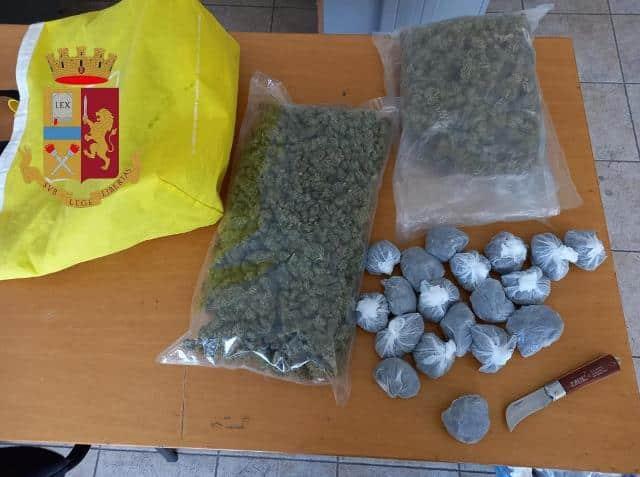 Un chilo di marijuana nel cofano dell'auto, inseguimento per le vie del centro: arrestato 48enne