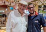 Sicilia e Vip, Gerry Scotti beccato tra gli scaffali di un supermercato di Modica