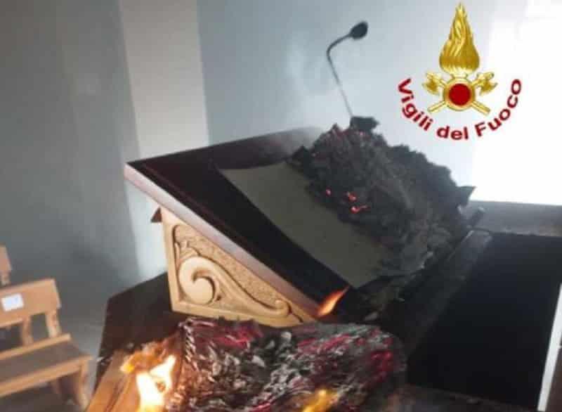 Choc al Santuario, attentato incendiario in pieno giorno: danni, si cerca il responsabile