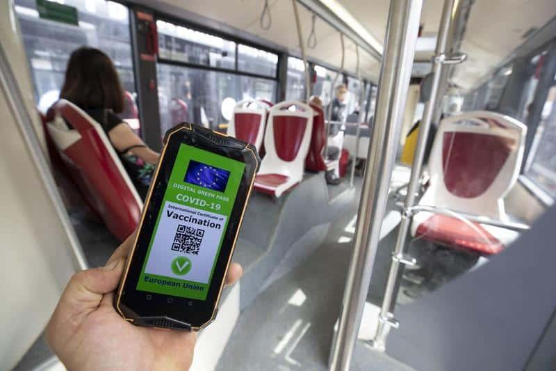 Green Pass, il parere del Cdm: certificato a scuola per docenti, sì per mezzi di trasporto a lunga percorrenza