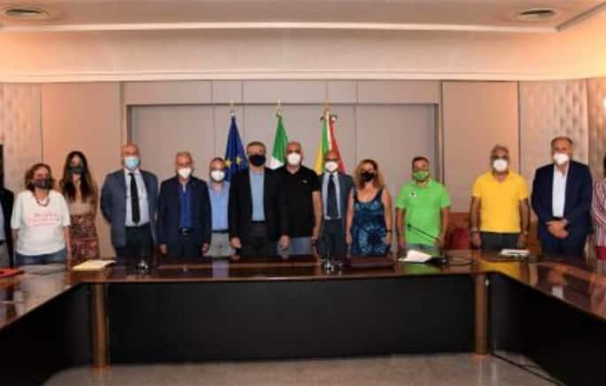 Incendi in Sicilia, siglati i protocolli d'intesa tra Regione e associazioni per combattere i roghi