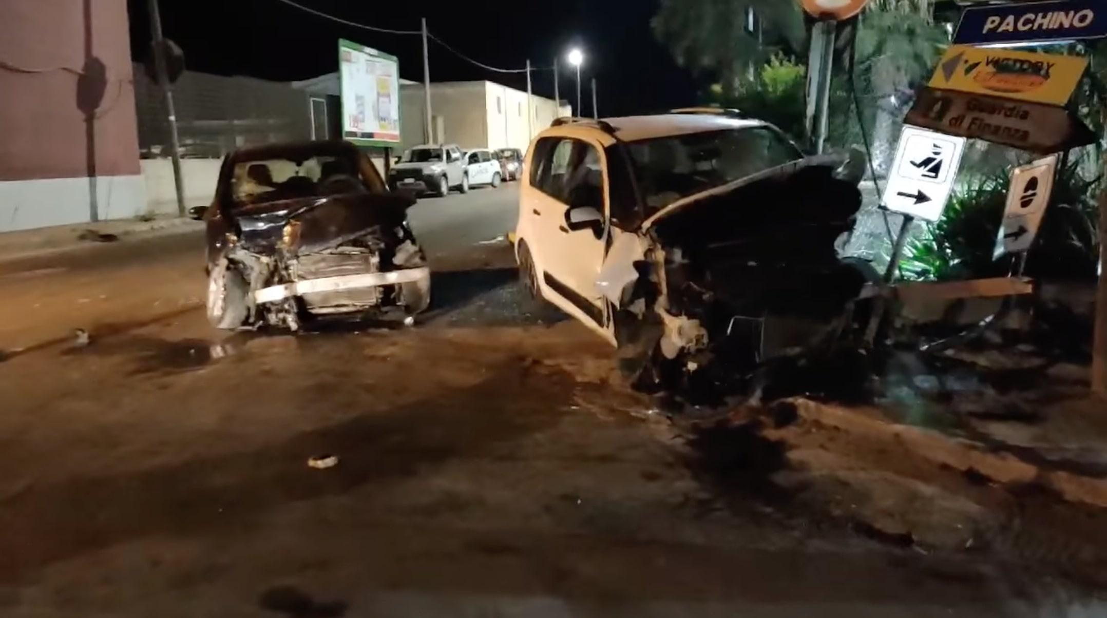 Violento incidente a Pachino, neonata vola dall'auto e finisce su un cancello: 5 feriti, due mezzi coinvolti – Le FOTO