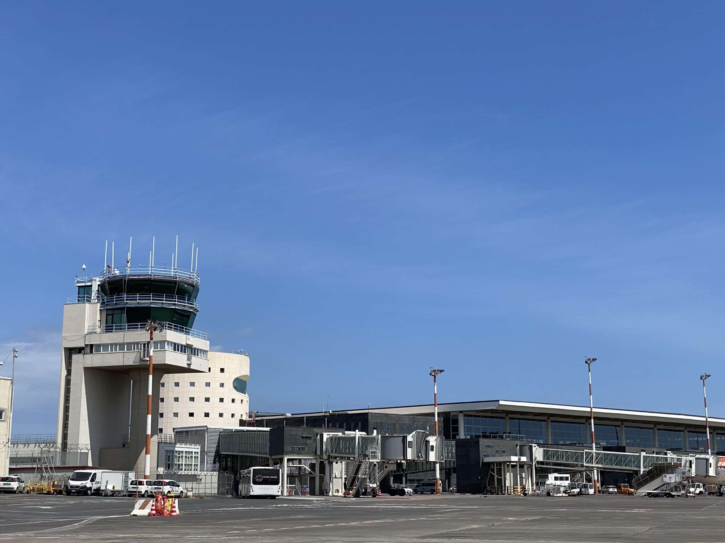 Aeroporto di Catania, da domani solo passeggeri con Green Pass: ecco chi controllerà