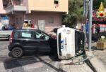 Incidente in via Nazionale, scontro tra due auto: Fiat 500 si ribalta, diversi i feriti