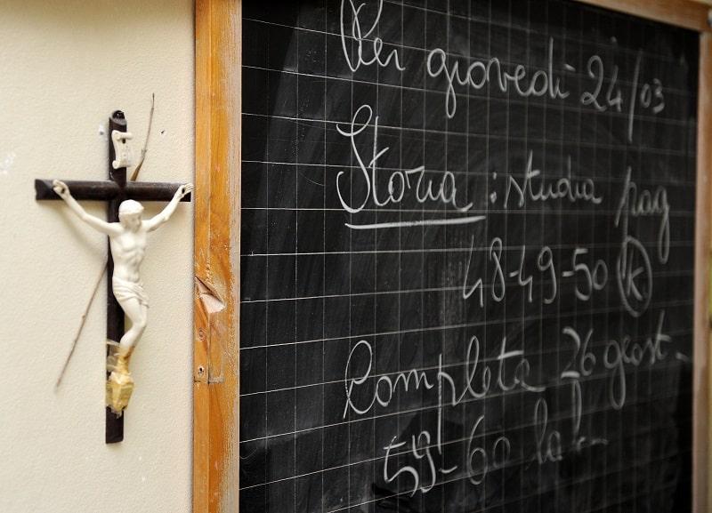 """Sì in aula al crocifisso, la Cassazione opta per un """"accomodamento ragionevole"""": vota il SONDAGGIO"""