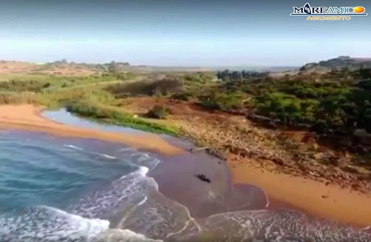 """Fiume Modione continua a """"vomitare"""" in mare acque scarsamente depurate: la denuncia di MareAmico – FOTO"""