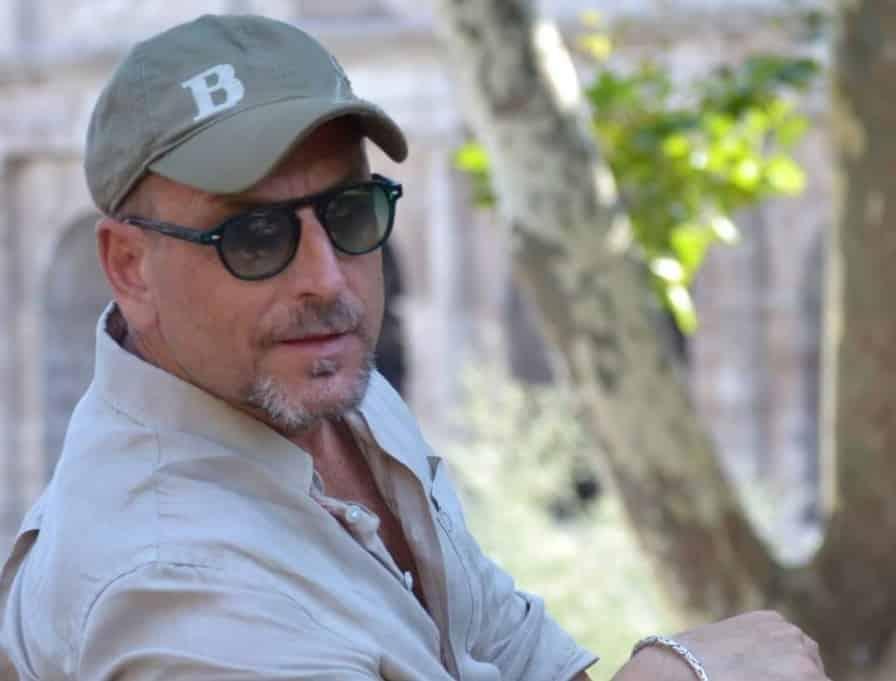 Colpito da infarto mentre alloggia in un B&B, Filippo Sciortino muore a 55 anni: era noto scenografo della tv