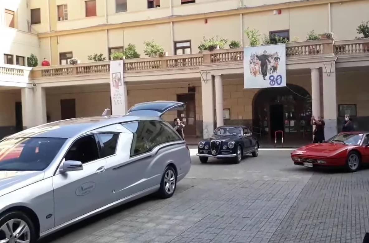 Funerali di Nino Vaccarella, il rombo delle Ferrari omaggia l'ex pilota siciliano – VIDEO