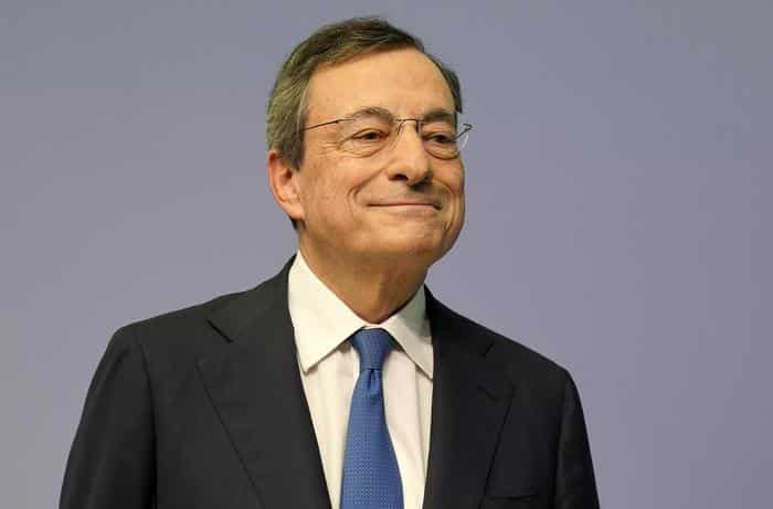 """Green Pass obbligatorio a lavoro, la """"rivoluzione"""" di Draghi: multe salate e stop stipendio a chi è sprovvisto"""