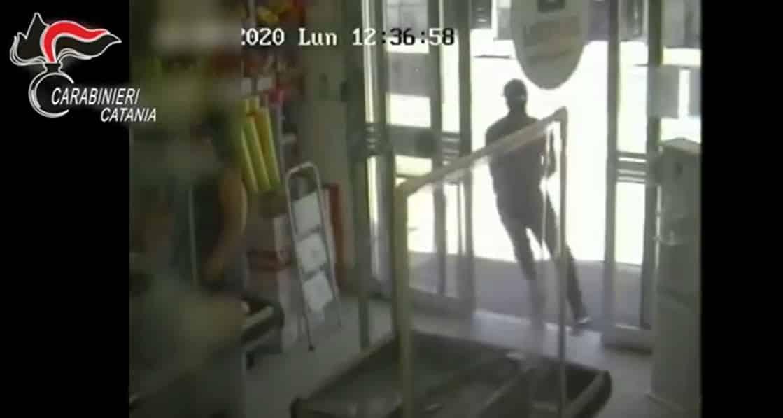 Catturati due rapinatori seriali, uno fermato all'aeroporto di Catania prima di fuggire all'estero – VIDEO
