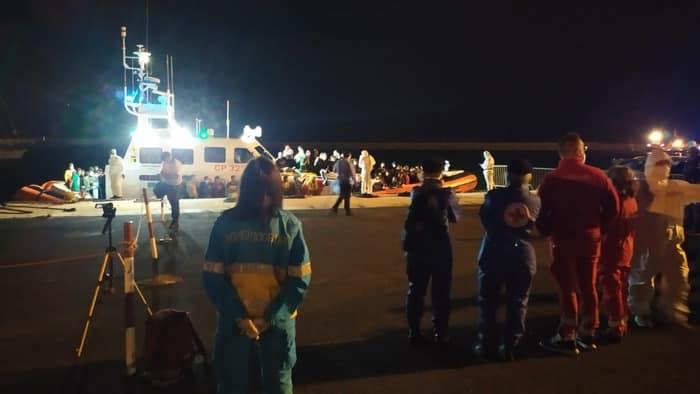 Emergenza migranti, sbarcano in 121 sulle coste siciliane: pronto il trasferimento in hotspot