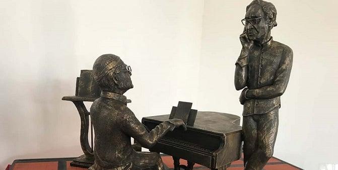 Milo omaggia i suoi artisti: la piazza pronta ad ospitare le statue di Franco Battiato e Lucio Dalla