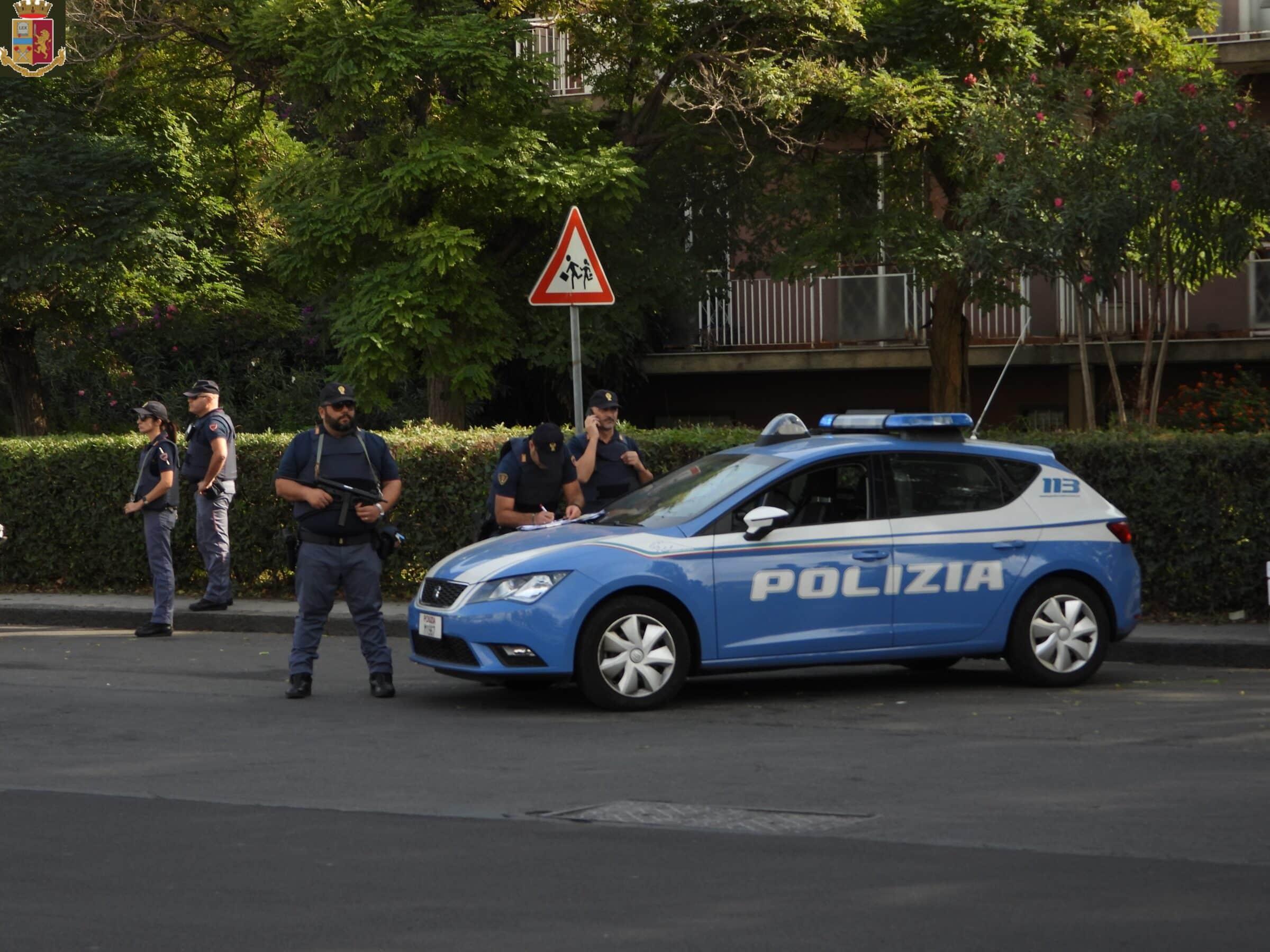 Catania, notte di furti e spacchi per le auto parcheggiate nel centro storico: arrestato l'autore