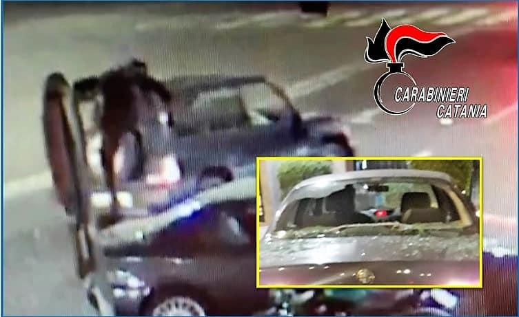 Catania, 19enne danneggia due auto e scappa via: arrestato grazie all'aiuto di un clochard
