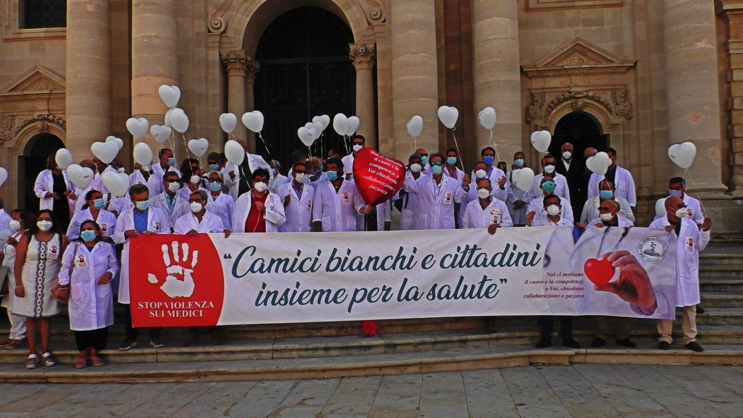 Stop alla violenza contro i camici bianchi, l'iniziativa dei medici di Siracusa