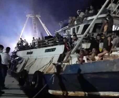 """Maxi sbarco a Lampedusa di oltre 500 migranti, parla il sindaco Martello: """"In arrivo nave quarantena"""""""
