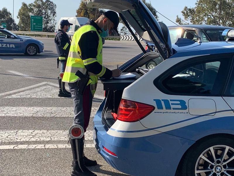Niente cinture e cellulari in mano, i risultati dei controlli della Stradale in Sicilia