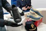Scarpe contraffatte in corso Vittorio Emanuele, da Nike a Gucci: denunciato senegalese