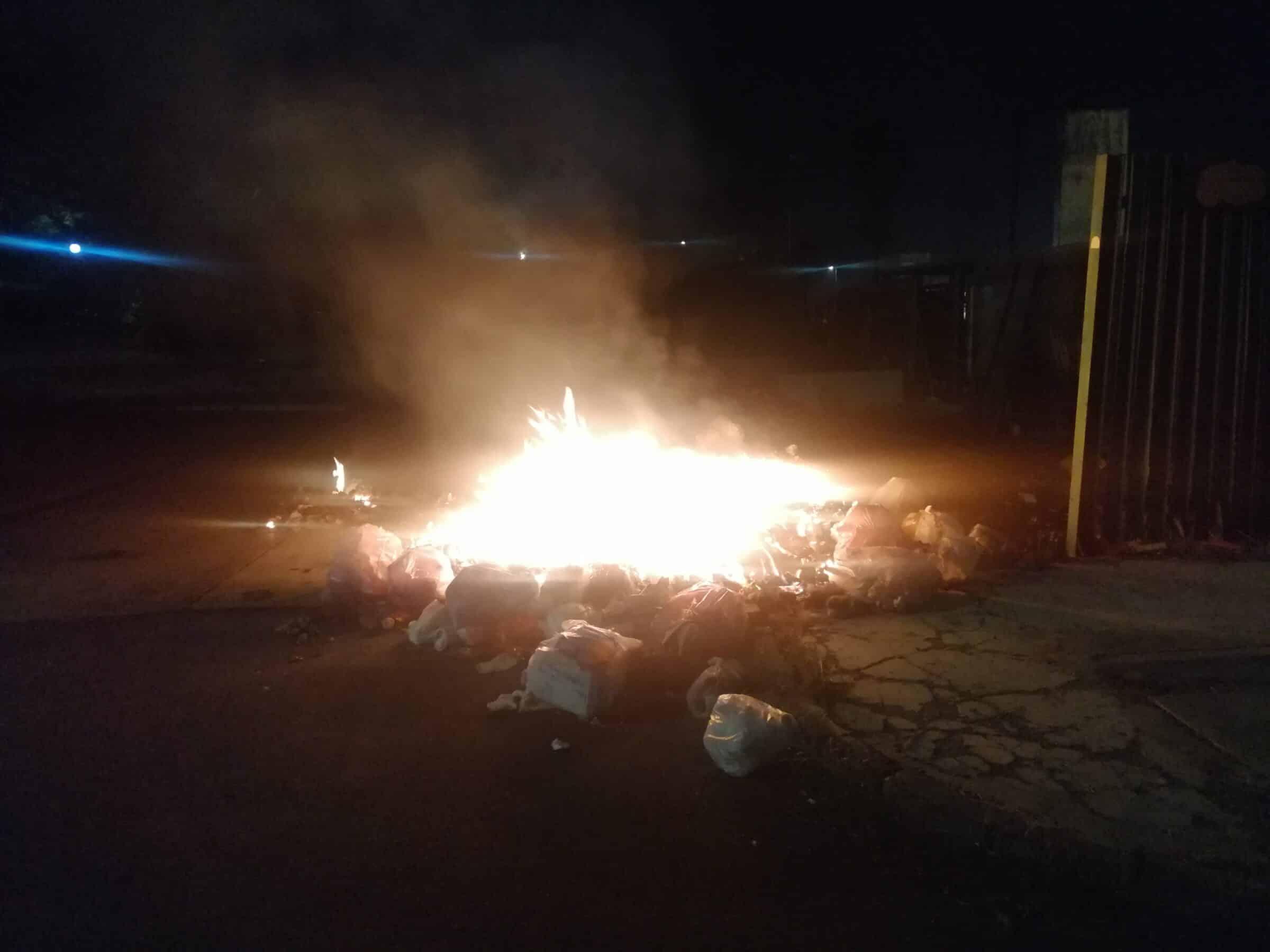 """Emergenza rifiuti a Catania, scoppiano le fiamme a Librino. Saverino: """"Forse c'è un disegno criminale?"""""""