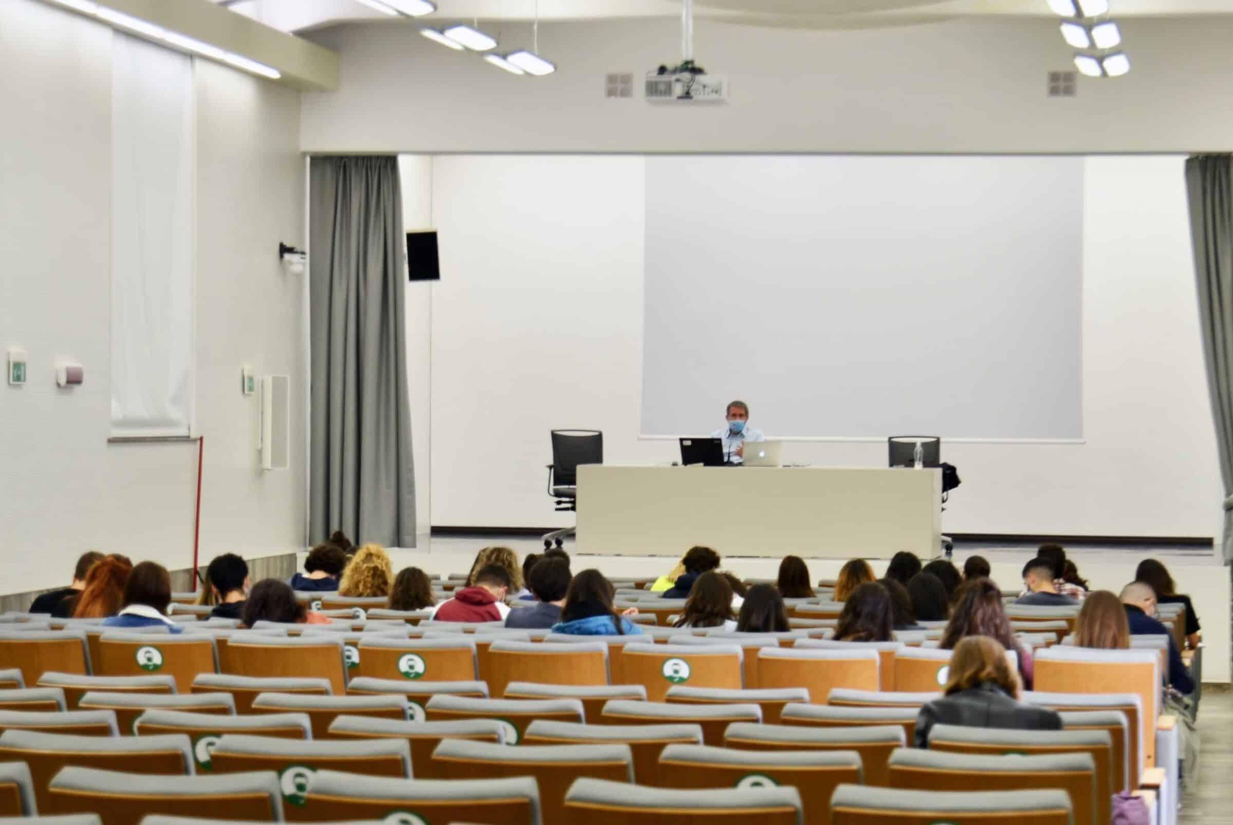 Università, nuova scadenza per i corsi di laurea a numero non programmato e agevolazioni per gli studenti dell'ateneo