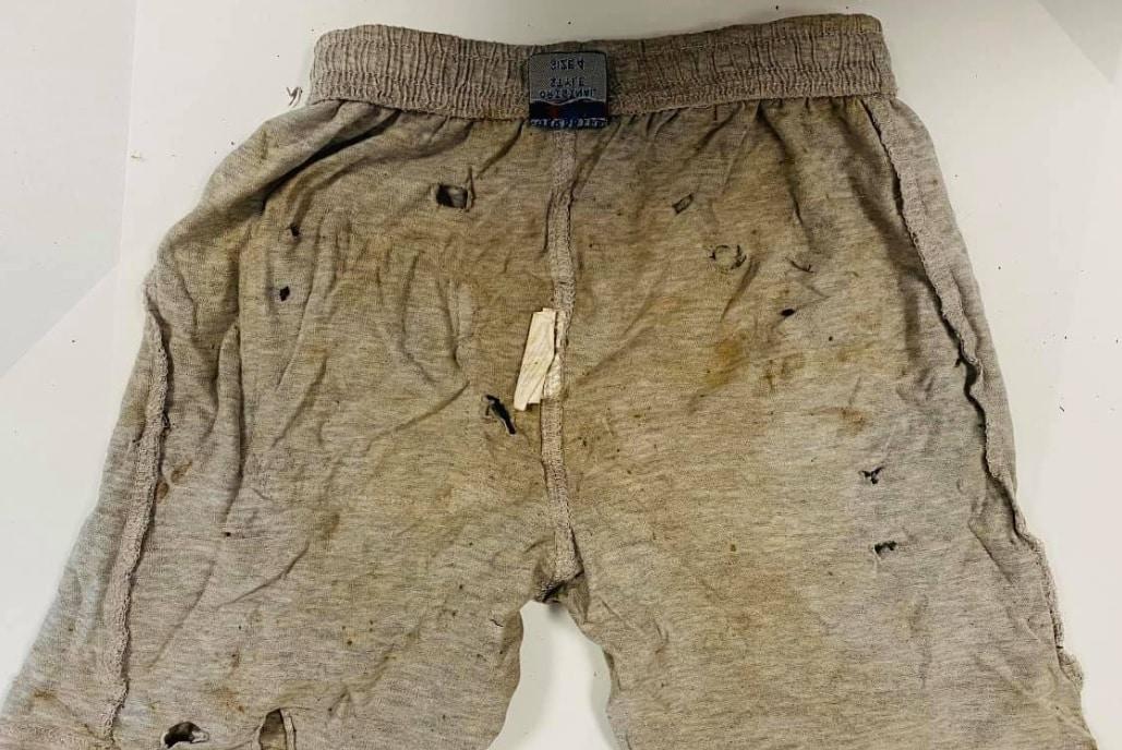 """Morte Viviana Parisi e Gioele, Daniele Mondello mostra i pantaloncini del piccolo: """"Sono crivellati di buchi"""""""
