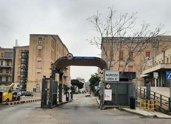 """Green Pass obbligatorio, """"furbetti"""" dei vaccini senza certificazione verde nella sanità siciliana: scattano sospensioni"""