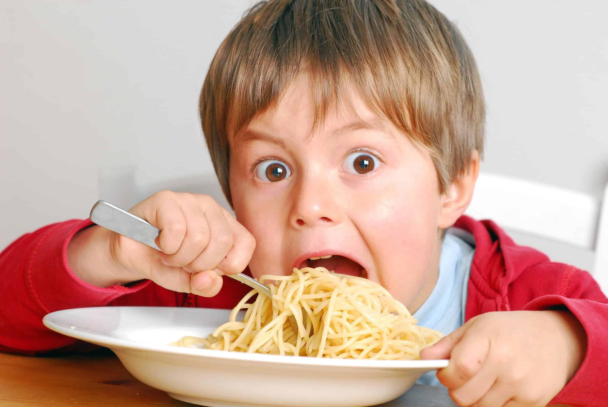 Pasta e falsi miti, è ora di fare chiarezza: cotta o al dente, a pranzo o a cena, da evitare per la linea?