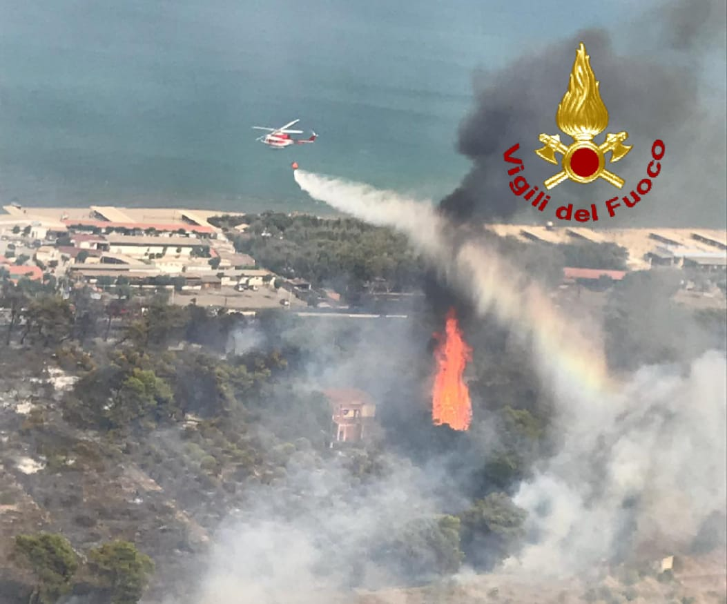Incendio Viale Kennedy Playa Catania