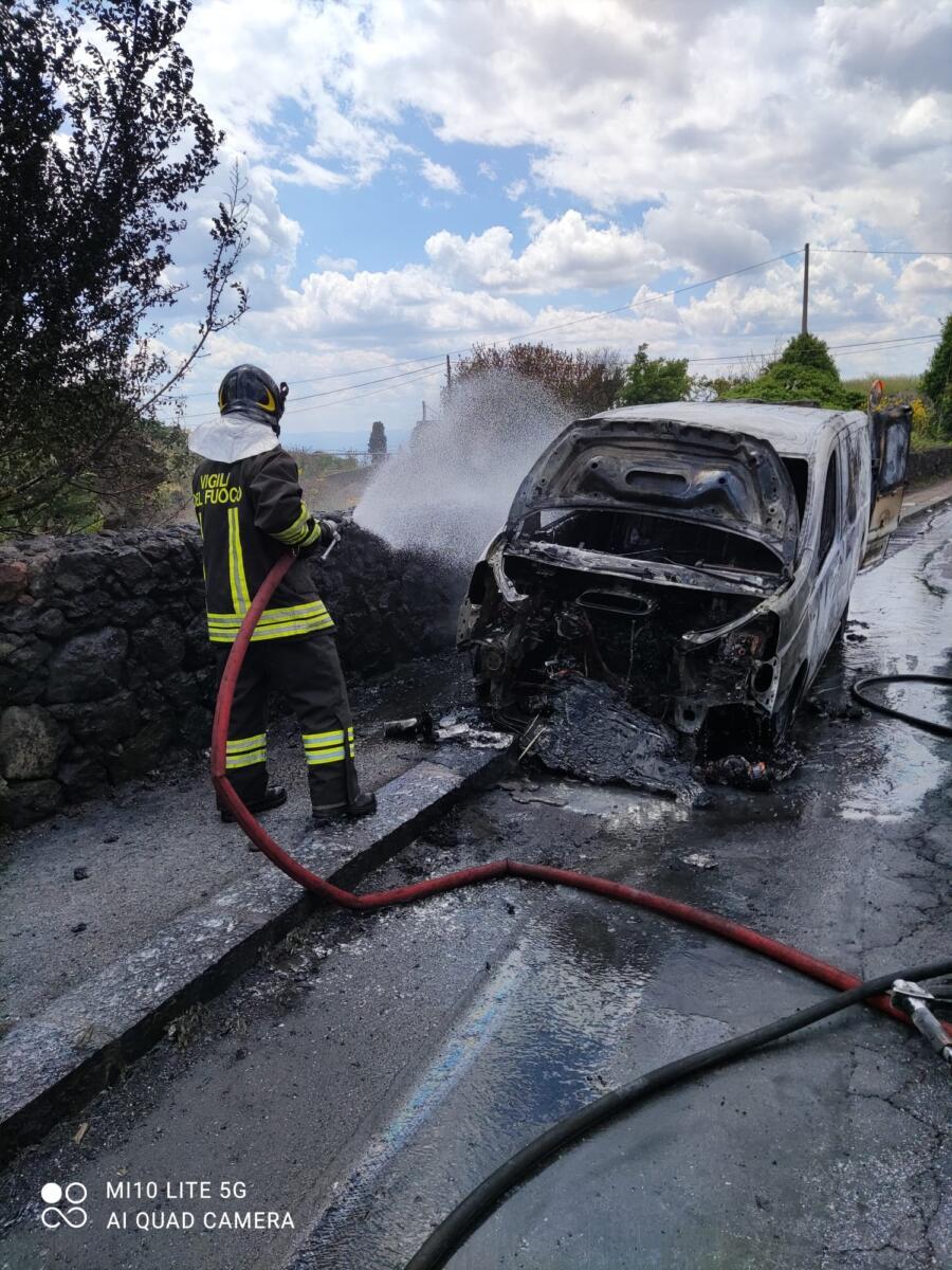 Incendio Paternò 20 aprile 2021