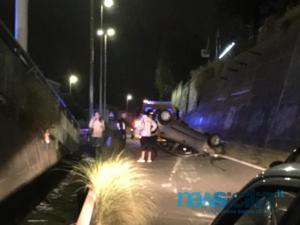 Catania, incidente da paura alla circonvallazione: auto cappotta e slitta per 60 metri - FOTO