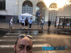 Ex autisti One Emergenza Catania protestano di fronte all'ospedale Garibaldi (1)