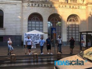 Ex autisti One Emergenza Catania protestano di fronte all'ospedale Garibaldi (3)