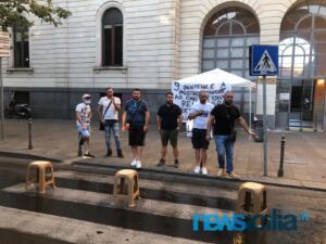 Ex autisti One Emergenza Catania protestano di fronte all'ospedale Garibaldi (7)