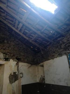 Nesima, operai in nero lavorano su tetto pericolante: denunciato proprietario - FOTO