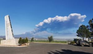 Sigonella con vista nube vulcanica