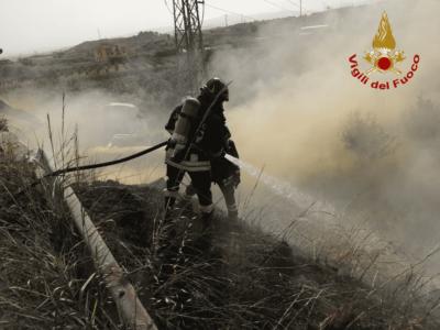 Alcuni momenti dell'intervento dei vigili del fuoco