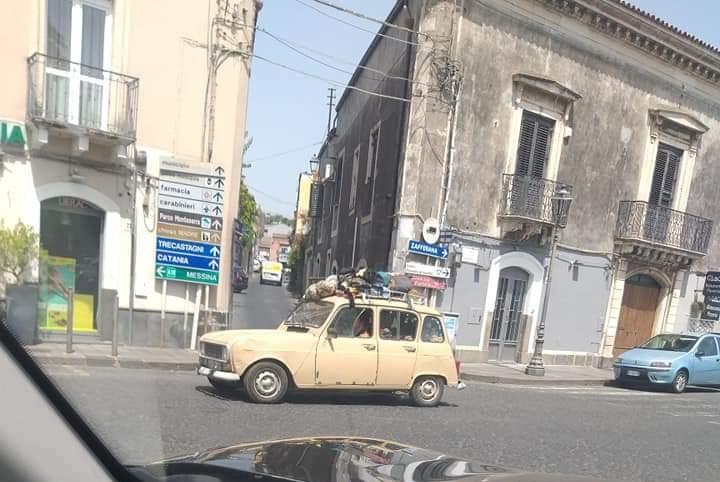 Renault 4 a Viagrande